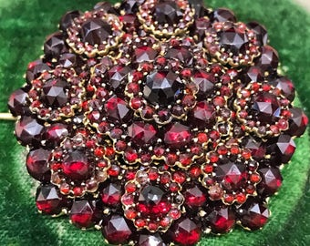 Antique Victorian bohemian garnet brooch from about 1880