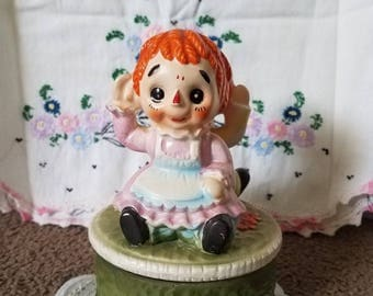 Vintage Raggity Anne and Andy Music Box Super Cute!