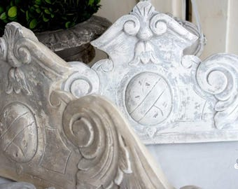 Reproduction antique Pediment plaster patinated