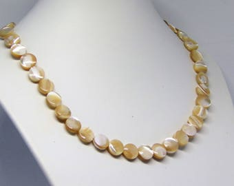 Necklace natural mother of pearl