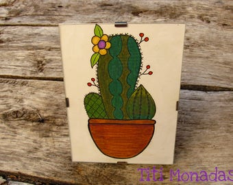Box hand made with pencils of color (Cactus)