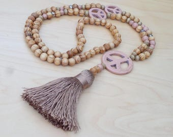 Long - long necklace - wood - Howlite - Peace and love - bohostyle - Bohemian - Dreamcatcher - boho chic - Ibiza - tassel - powder pink