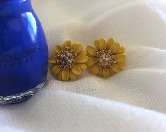 antique gold yellow sunflower daisy vintage earrings