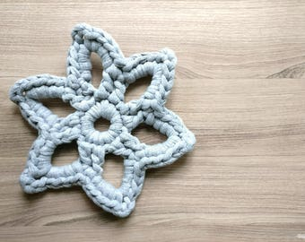 Crocheted star shape pot coaster