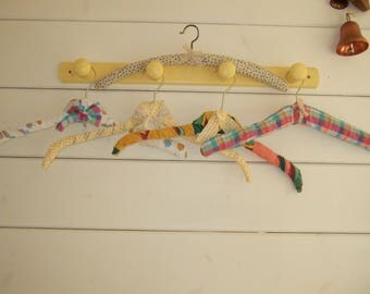 set of 5 clothes hangers