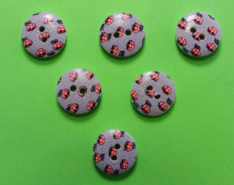 SET of 6 wood buttons: round fancy 15mm (14) pattern