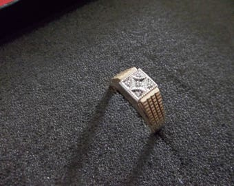 10k Yellow gold Diamond ring, solid gold size 9 1/4 - 9 1/2   4.8 Grams
