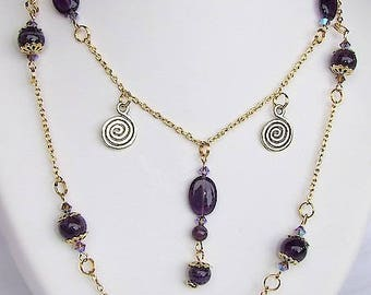 Long double chain with toggle clasp orTendance and Amethyst beads