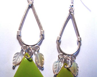 earrings and its triangle Acrobat