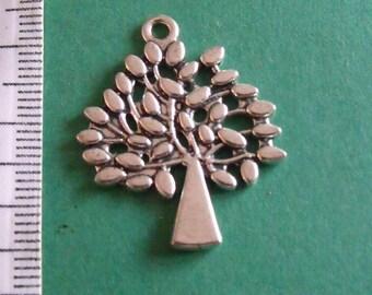 Silver tree pendant 30mmx24mm