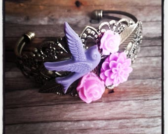 Bangle Bracelet in bronze metal and purple flower resin cabochon