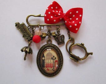 """""""London Vintage"""" pin, bronze cabochon, costume jewelry brooch"""