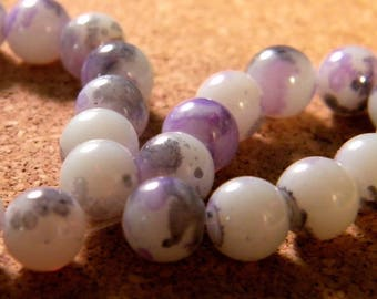 10 pearls 8 mm glass speckled white and lilac PE201 4