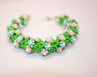 Summer bracelet of beads with flowers
