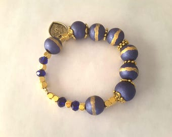 Bracelet round wooden beads gold and blue