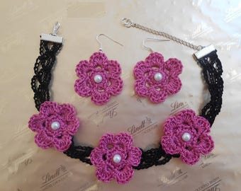 Choker of black cotton crocheted neck cou.tour pink 3 flowers. Earrings * earrings