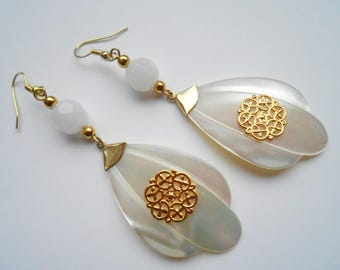 Earrings gold Pearl leaf and white crystal.