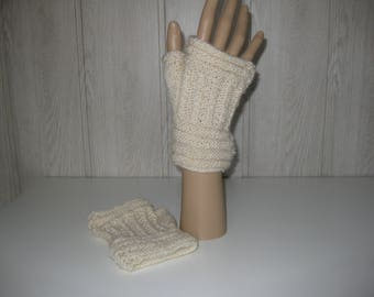 mittens with thumbs in wool
