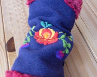ethnic embroidered mittens