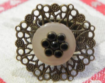 Black adjustable flower ring