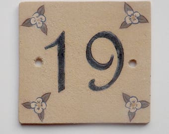 Ceramic door number ochre '19' and decorative flower
