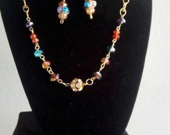 Multicolor  beaded necklace with gold wiring