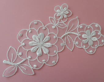 Lace applique flowers on organza for customization of 16,00 cm in width.