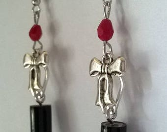 Earrings black and small pencil bow