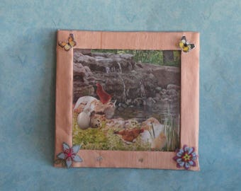 Wall frame with recycled cardboard