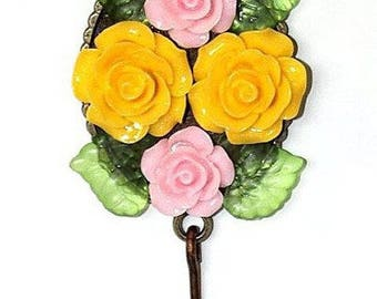 "Magnet key ring and its yellow and pink flowers in resin and lampwork Keychain: ""Rosalia"""