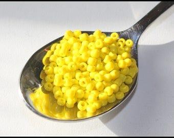 x 600 seed beads - 2 mm - yellow - bag of 600 beads - 10 gr