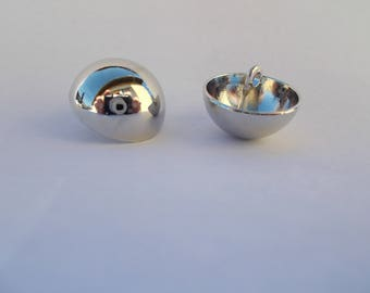 1 set of 2 silver domed round buttons