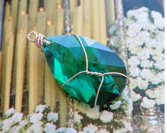 Teardrop Swarovski 6106 38 mm Emerald pendant