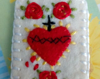 Hand embroidered scapular - scapular sacred heart with red roses