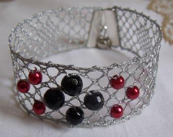 Red and black beads bobbin lace bracelet