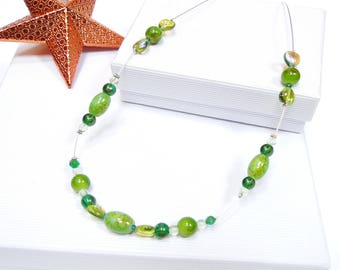 Green beads wire necklace with glass