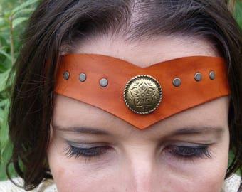 Tiara pattern metal tan leather