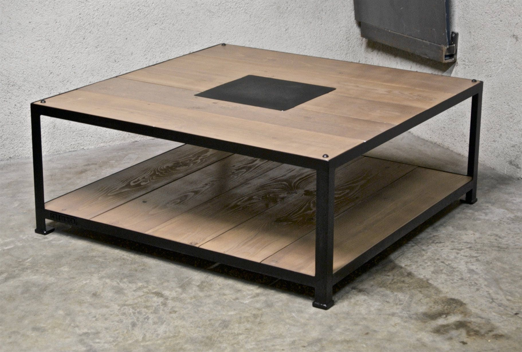 table basse acier bois 1m x 1m. Black Bedroom Furniture Sets. Home Design Ideas