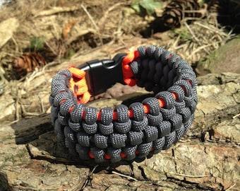 Bracelet Paracord survival bracelet, survival paracord bracelet, paracord 550, has a clip, personalized bracelet.