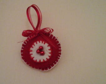 Christmas ornament in red and white felt