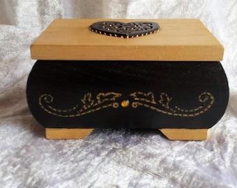 boi renflee black lid box gold black heart