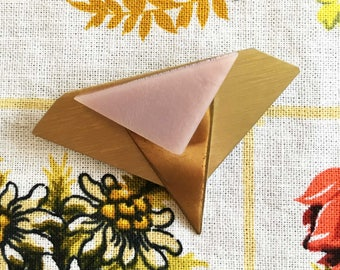 Geometric vintage retro 80s brooch pin in gold with pink stone