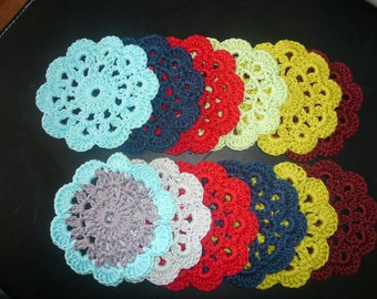 set of 6 flowers - coasters - coasters bottle - decoration - small doilies.