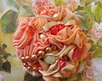 """Vintage """"MILADY"""" Glamour, shabby chic pink delicate salmon-colored BROOCH"""