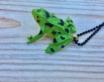 Green frog necklace, kitsch frog necklace, plastic frog pendant, quirky frog necklace, frog Jewellery, frog pendant
