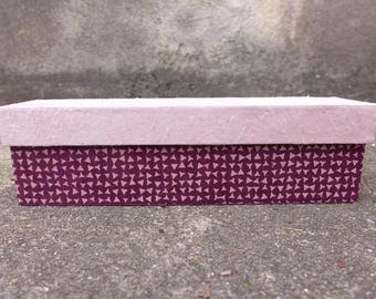 Elongated box pale pink and Burgundy.