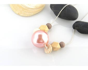 "Light pink short necklace, ""samba"" collection"