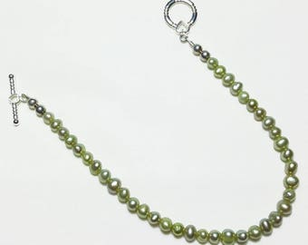 Petite Peridot Green Freshwater Pearl Beaded Bracelet