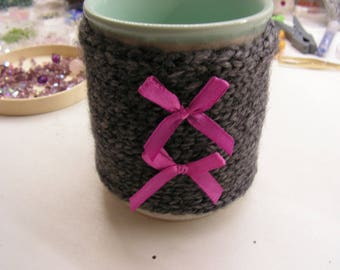 Tea mug, Tea Cup, knitted wool gray, pink bows, mug cover