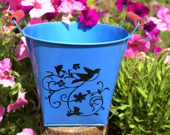 Blue decorative pot that can be used as a planter
